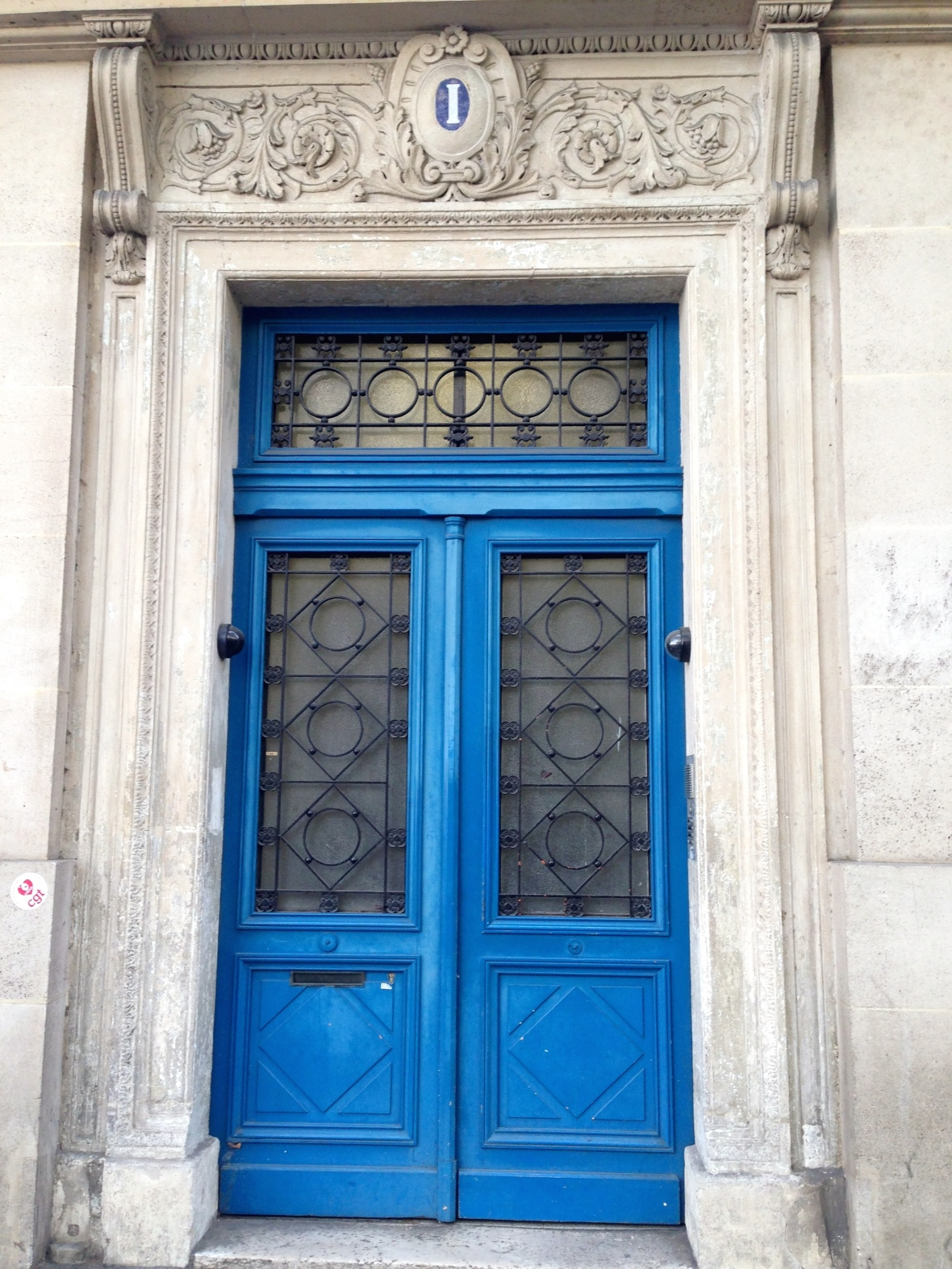 Doors in Paris - Two days in Paris via smiletheresgin.com