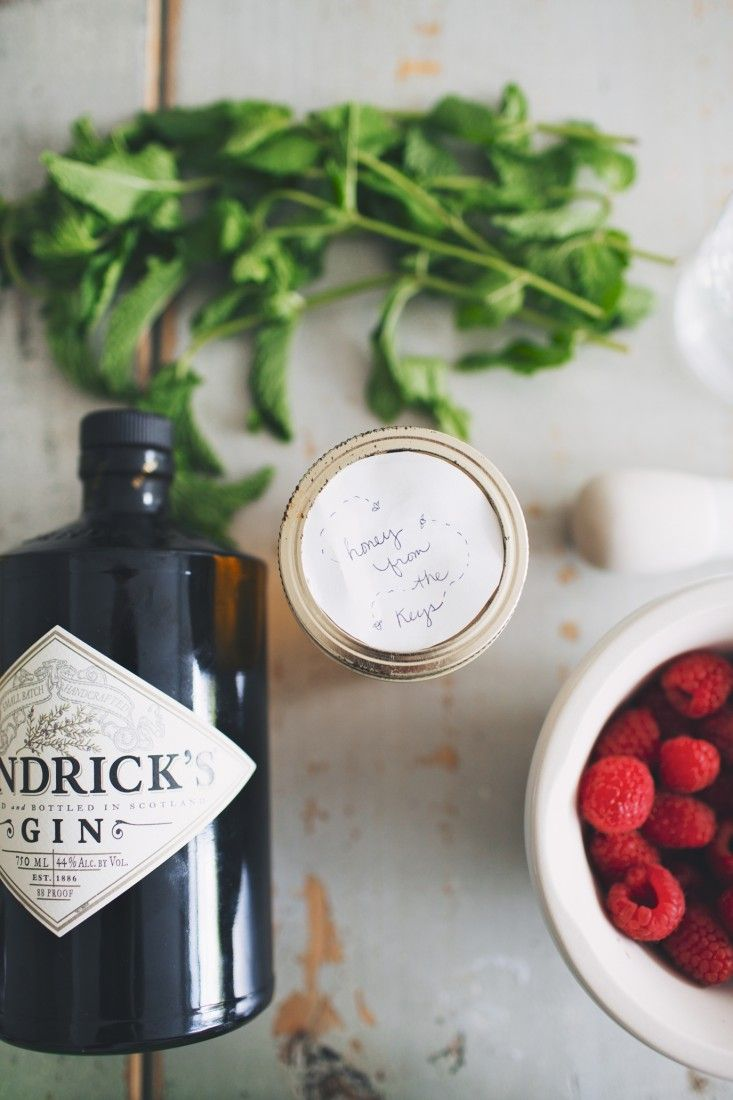 raspberry gin drink